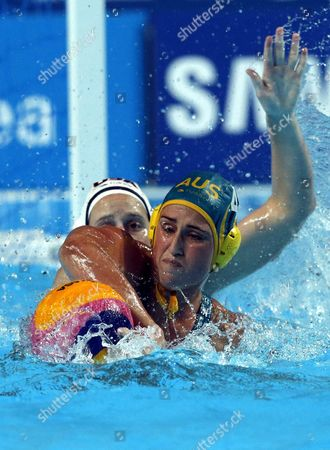 Alys Williams (l) of Usa Vies For the Ball with Holly Lincoln-smith (r) of Australia During the Women's Fina Water Polo Semifinal Match Between Usa and Australia of the Fina Swimming World Championships 2015 in Kazan Russia 05 August 2015 Russian Federation Kazan