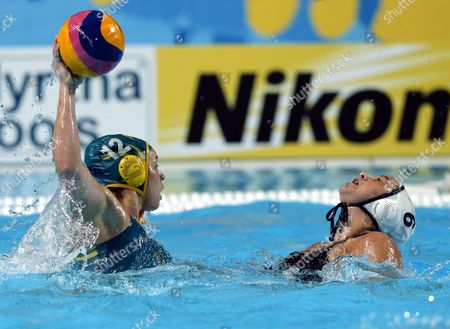Margaret Steffans (r) of Usa Vies For the Ball with Nicola Zagame (l) of Australia During the Women's Fina Water Polo Semifinal Match Between Usa and Australia of the Fina Swimming World Championships 2015 in Kazan Russia 05 August 2015 Russian Federation Kazan