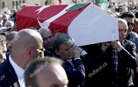 Turkish President Recep Tayyip Erdogan (r) and Former President Abdullah Gul (c) Carry Coffins of Erol Olcok and His Son Abdullah Tayyip Olcok who Were Killed in a Coup Attempt on 16 July During the Funeral in Istanbul Turkey 17 July 2016 Turkish Prime Minister Yildirim Reportedly Said That the Turkish Military was Involved in an Attempted Coup D'etat Turkish President Recep Tayyip Erdogan Has Denounced the Coup Attempt As an 'Act of Treason' and Insisted His Government Remains in Charge Some 104 Coup Plotters Were Killed 90 People - 41 of Them Police and 47 Are Civilians - 'Fell Martrys' After an Attempt to Bring Down the Turkish Government the Acting Army Chief General Umit Dundar Said in a Televised Appearance Turkey Istanbul