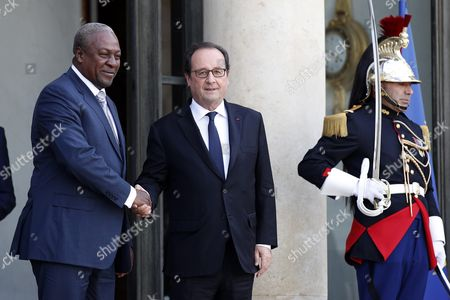 French President Francois Hollande (c) Bids Farewell to Ghana's President John Mahama Dramani (l) After Their Meeting at the Elysee Palace in Paris France 27 September 2016 France Paris