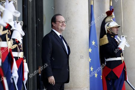 French President Francois Hollande (c) Walks out the Elysee Palace to Welcome Ghana's President John Mahama Dramani (unseen) in Paris France 27 September 2016 France Paris
