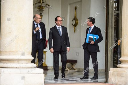 (l-r) French Parliament Relations Minister Jean-marie Le Guen President Francois Hollande and Prime Minister Manuel Valls Speak After the Weekly Cabinet Meeting at the Elysee Palace in Paris France 29 September 2016 France Paris