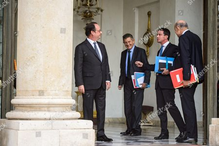 (l-r) French President Francois Hollande Speaks with Elysee General Secretary Jean-pierre Jouyet Prime Minister Manuel Valls and Parliament Relations Minister Jean-marie Le Guen After the Weekly Cabinet Meeting at the Elysee Palace in Paris France 29 September 2016 France Paris