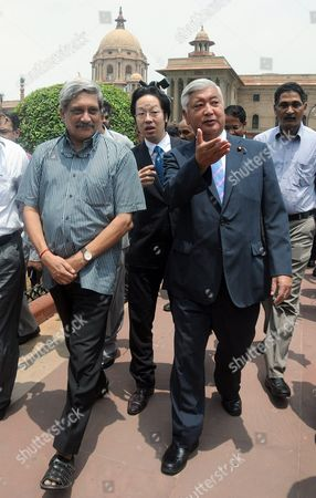 Japanese Defense Minister Gen Nakatani (r) Speaks to Indian Defense Minister Manohar Parrikar (l) During a Welcoming Ceremony in New Delhi India 14 July 2016 Nakatani is on an Official Visit to India India New Delhi