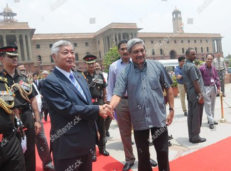 Japanese Defense Minister Gen Nakatani (c-l) Shakes Hands with Indian Defense Minister Manohar Parrikar (c-r) During a Welcoming Ceremony in New Delhi India 14 July 2016 Nakatani is on an Official Visit to India India New Delhi