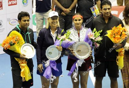 Former Us Tennis Player Martina Navratilova (2-l) Poses For Photographers with Indian Tennis Players Sania Mirza (c) Leander Paes (l) and Mahesh Bhupathi (r) Following an Exhibition Match of the Tennis Masters in Calcutta Eastern India 25 November 2015 India Calcutta