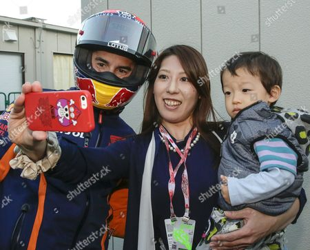 Spanish Motogp Rider Marc Marquez of Repsol Honda Team is Pictured by Japanese Fan Terumi (c) Holding Her 22-month Old Boy Ryoya (r) After a Course Inspection at Twin Ring Motegi Circuit Prior to the Motogp Motorcycling Grand Prix of Japan in Motegi North of Tokyo Japan 08 October 2015 the Final Race Will Be Held on 11 October 2015 Japan Tokyo
