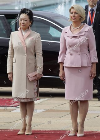 Wife of Chinese President Xi Jinping Peng Liyuan (l) and Dragica Nikolic (r) Wife of Serbian President Tomislav Nikolic Attend the the Welcoming Ceremony For the State Guest in Belgrade Serbia 18 June 2016 Xi Jinping Arrived For a Three-days State Visit to Serbia Between 17 and 19 June 2016 Serbia and Montenegro Belgrade