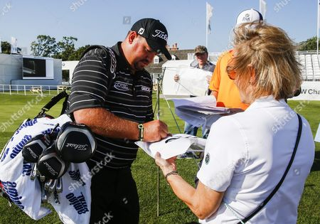 Brendon De Jonge of Zimbabwe Signs an Autograph For a Fan As He Carries His Golf Bag on His Way to the Driving Range at the Bmw Championship Golf Tournament at Conway Farms Golf Club in Lake Forest Illinois Usa 14 September 2015 the Championship is the Third Tournament in the Fexex Cup Playoffs and Begins 17 September United States Lake Forest