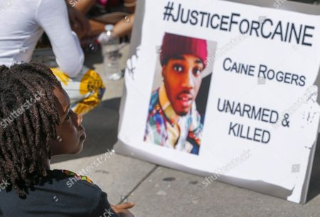 People Participate in a 24-hour Protest Rally Against Police Shootings of African Americans Outside the Fulton County Courthouse in Atlanta Georgia Usa 31 August 2016 a Fulton County Grand Jury is Hearing the Case of Former Atlanta Police Officer James Burns in the 22 June 2016 Shooting Death of Deravis Caine Rogers an Unarmed 22-year-old Black Man Burns was Fired From the Department After the Incident a Could Face a Murder Trial in the Case United States Atlanta