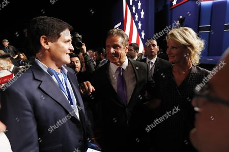Dallas Mavericks Owner Mark Cuban (l) and New York Governor Andrew Cuomo (c) Before the First Presidential Debate Between Democrat Hillary Clinton and Republican Donald Trump at Hofstra University in Hempstead New York Usa 26 September 2016 the Only Vice Presidential Debate Will Be Held on 04 October in Virginia and the Second and Third Presidential Debates Will Be Held on 09 October in Missouri and 19 October in Nevada United States Hempstead