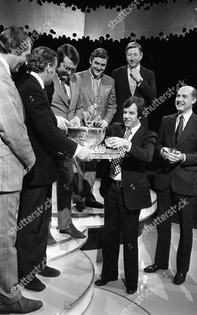 Tv host Russell Harty with ITN Newsreaders carol singing on his LWT chat show, with Leonard Parkin, Sandy Gall, Robert Southgate, Gordon Honeycombe, Ivor Mills And Reginald Bosanquet.