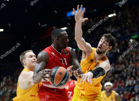 Olimpia's Rakim Sanders, center, challenges for the ball with Barcelona's Brad Oleson, left, and Barcelona's Ante Tomic during the Euro League basketball match between Olimpia Milan and FC Barcelona in Milan, Italy