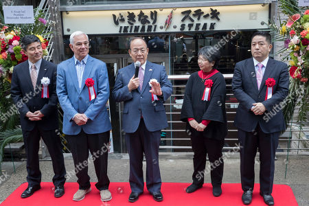 Kunio Ichinose, Bobby Valentine Founder of Ikinari Steak Kunio Ichinose, center, and former New York Mets' manager and player Bobby Valentine, second from left, participate in the opening ceremony of for the first Ikinari Steak restaurant in the United States, in New York
