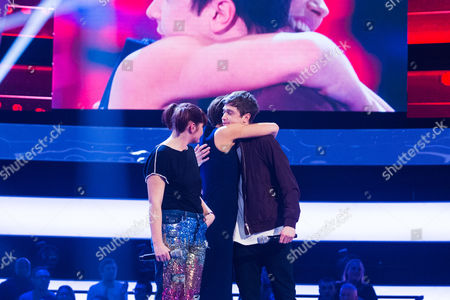 'The Voice UK' (Ep8) - The Battles: Team Gavin. Millicent Weaver -v- Max Vickers. They perform My Favourite Game by The Cardigans. Max wins the battle.