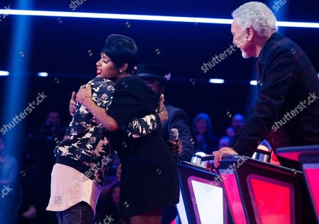 'The Voice UK' (Ep8) - The Battles: Team JHud. Mo -v- Diamond. They perform A Change is Gonna Come by Sam Cooke. Mo wins the battle but Gavin steals Diamond.
