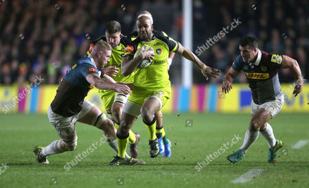 JP Pietersen of Leicester finds some space to run