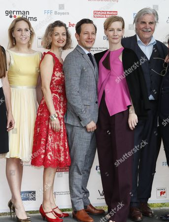 German actors Trystan Putter (C) and Sandra Huller (2R), Dutch actress Hadewych Minis (L), Austrian actor Peter Simonischek (R) and British actress Lucy Russell (2L) from the Oscar-nominated movie 'Toni Erdmann' pose at the Oscar reception for German Oscar nominees at the Villa Aurora in Pacific Palisades, California, USA, 25 February 2017. The Academy Awards, also known as the Oscars, will take place in Hollywood on 26 February 2017.