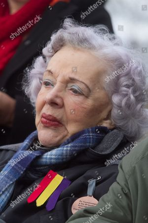 Actress Thelma Ruby whose husband Peter Frye fought in the Spanish Civil War at the ceremony of the International Brigade organized by Fulham and Hammersmith council