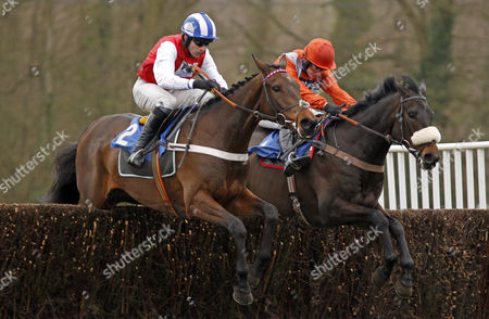 KILCREA VALE (left, Jeremiah McGrath) beats AS DE MEE (right) in The toteplacepot Josh Gifford Memorial Novices Chase Fontwell