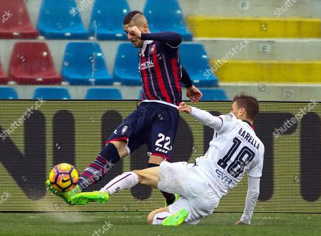 Crotone's Aleandro Rosi (L) and Cagliari's Nicolo' Barella (R) in action during the Italian Serie A soccer match FC Crotone vs Cagliari at Ezio Scida stadium in Crotone, Italy, 26 February 2017.