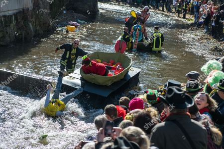 Till Sauer and Petra Kregelius-Schmidt take part in their tub with the topic 'Am Anfang war der Obstsalat (Tutti Frutti)' at the Da-Bach-na-Fahrt on Schiltach river in Schramberg, Germany, 27 February 2017. 40 teams drove with their tub boats along the 400 meter long track. The aim was to reach the finish line with dry feet.