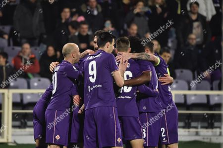 Fiorentina's Riccardo Saponara (hidden) jubilates with his teammates after scoring the 1-0 goal, during the Italian Serie A soccer match between Acf Fiorentina and Torino Fc at Artemio Franchi stadium in Florence, Italy, 27 February 2016.