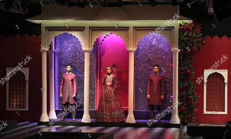 Models Present a Creation by Indian Designer Anita Dongre During Fdci India Couture Week 2016 in New Delhi India 21 July 2016 the Fdci India Couture Week 2016 is Scheduled From 20 to 24 July India New Delhi