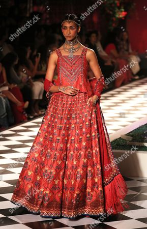 A Model Presents a Creation by Indian Designer Anita Dongre During Fdci India Couture Week 2016 in New Delhi India 21 July 2016 the Fdci India Couture Week 2016 is Scheduled From 20 to 24 July India New Delhi