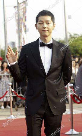 South Korean Actor Song Joong-ki Arrives For the 2016 Annual Seoul International Drama Awards at Kbs Hall in Seoul South Korea 08 September 2016 Korea, Republic of Seoul