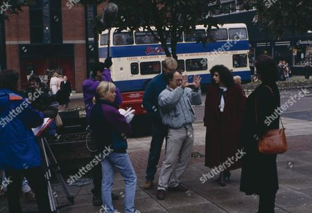 Behind the scenes filming of Naomi Lewis (as Elsa Feldmann) and Kate Dove (as Elizabeth Pollard) as Elizabeth meets Elsa in Leeds to discuss Alice, urging her to re-establish contact with her daughter (Ep 1817 - 16th November 1993)