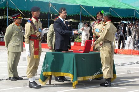 Pakistan Prime Minister Syed Yousuf Raza Gilani (c) Distributes Prize Among Army Recruit During a Passing out Ceremony in Quetta Pakistan 11 October 2011 More Than 4500 Pakistani Army's Baloch Regiment Recruits Attended the Passing out Ceremony Pakistan Quetta