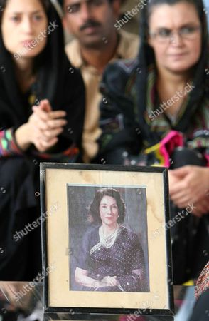 Ghanwa Bhutto (r) Leader of Political Party Pakistan People Party (shaheed Bhutto Group) Sits with Her Daughter Fatima Bhutto in Front of the Portrait Her Mother-in-law of Begum Nusrat Bhutto As She Talks with Journalists Following the Death of Nusrat Bhutto in Larkana Pakistan 24 October 2011 Reports State That Nusrat Bhutto the Mother of Slain Former Prime Minister Benazir Bhutto Widow of Former Prime Minister Zulfiqar Ali Bhutto and Mother-in-law of Current Pakistani President Asif Zardari Died in Dubai on 23 October After Long a Illness Nusrat Bhutto Has Been in Failing Health Following a Stroke and the Onset of Alzheimers Disease Pakistan Larkana