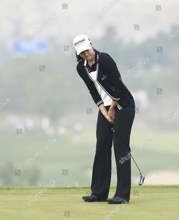 A Picture Made Available on 10 October 2011 Shows Paige Mackenzie of the Usa Reacts to a Missed Birdie Putt on the During the Green During the Final Round of the Lpga Hana Bank Championship 2011 Golf Tournament at Sky 72 Club Ocean Course in Incheon South Korea on 09 October 2011 Korea, Republic of Incheon