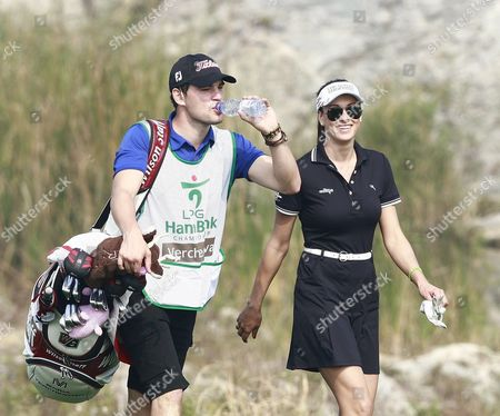 Maria Verchenova of Russia (r) Walk During the Second Round of the Lpga Hana Bank Championship 2011 Golf Tournament at Sky 72 Club Ocean Course in Incheon South Korea 08 October 2011 Korea, Republic of Incheon