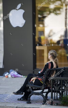 Mary Boone Wellington Sits Listening to Music on Her Iphone Outside the Apple Store in Arlington Virginia Usa 06 October 2011 Steve Jobs the Co-founder and Ceo of Apple Died on 05 October 2011 at the Age of 56 in California After a Long Battle with Pancreatic Cancer United States Arlington