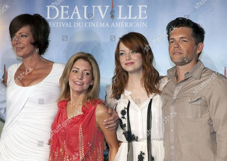 Us Screenwriter Kathryn Stockett (2-l) Poses with Us Actors and Cast Members Allison Janney (l) Emma Stone (2-r) and Mike Vogel (r) During the Photocall of 'The Help' During the 37th Deauville American Film Festival in Deauville France 03 September 2011 the Movie by Us Director Tate Taylor is Presented in the Premieres Section of the Festival That Runs From 02 to 11 September France Deauville