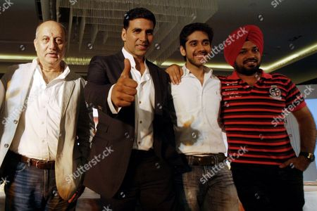 Indian Bollywood Actor and Producer Akshay Kumar (2-l) Bollywood Actor Anupam Kher (l) Actor Gurpreet Ghuggi (r) and Lead Actor Vinay Virmani (2-r) Pose During a Press Conference For the Movie 'Speedy Singhs' (breakaway) in Amritsar India 18 September 2011 the Movie by Canadian Director Robert Lieberman is Scheduled to Be Released on 23 September 2011 in Usa India Amritsar