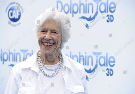 Us Actor and Cast Member Frances Sternhagen Arrives For the World Premiere of 'Dolphin Tale' in Los Angeles California Usa 17 September 2011 'Dolphin Tale' is Based on the True Story of a Dolphin Called Winter and the People who Help Save Her Life United States Los Angeles