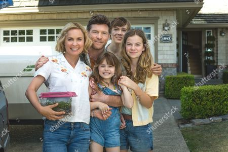 Stock Photo of Radha Mitchell , Sam Worthington, Amelie Eve, Gage Munroe, Megan Charpentier