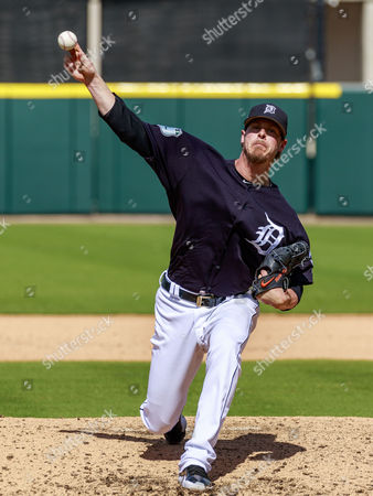Lakeland, Florida, USA- Detroit Tigers relief pitcher Mark Lowe (21) throws a warm-up pitch in the 5th inning at Publix Field at Joker Marchant Stadium