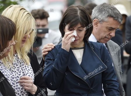 Stock Image of Labour Mp Jeff Smith (r) Hugs Fellow Mp Paula Sherriff (2-r) As They React Next to the Scene where the Labour Mp was Shot Birtsall Britain 17 June 2016 Labour Mp Jo Cox was Reported Dead at the Hospital in Leeds After Being Shot and Critically Injured in Birstall Cox was Airlfted From the Attack Scene to a Hospital in Leeds where She Later Died Cox Had in Recent Weeks Campaigned For the Remain Camp Brits Will Vote on Whether They Want Remain in the Eu on 23 June United Kingdom Birtsall