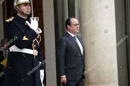 French President Francois Hollande (r) Walks out the Elysee Palace to Welcome Iraqi President Fouad Massoum (not Pictured) Prior to Their Meeting in Paris France 02 December 2015 France Paris