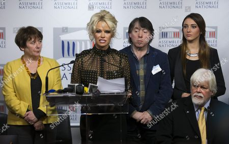 (l-r) French Member of Parliament Laurence Abeille Canadian-born Actress Pamela Anderson Head of Blobal Action in the Interest of Animals (gaia) Michel Vandenbosch Former Miss France 2012 Delphine Wespiser and Founder of Sea Shepherd Paul Watson Attend a News Conference Against the Production of French Delicacy 'Foie Gras' at the National Assembly (french Parliament) in Paris France 19 January 2016 Pamela Anderson Spoke out Against the Process of Force-feeding Geese and Ducks Labelling the Production of Foie-gras As Unethical France Paris