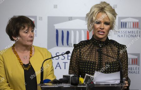 (l-r) French Member of Parliament Laurence Abeille and Canadian-born Actress Pamela Anderson Hold a News Conference Against the Production of French Delicacy 'Foie Gras' at the National Assembly (french Parliament) in Paris France 19 January 2016 Pamela Anderson Spoke out Against the Process of Force-feeding Geese and Ducks Labelling the Production of Foie-gras As Unethical France Paris