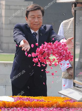Chinese Vice President Li Yuanchao Pays Tribute at Mahatma Gandhi's Memorial at Rajghat in New Delhi India 06 November 2015 Li Yuanchao is in India on a State Visit to Strengthen the Political and Bilateral Ties Between the Two Countries and is Scheduled to Meet Top Indian Politicians India New Delhi