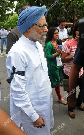 Former Indian Prime Minister Manmohan Singh (l) Wears a Black Ribbon During a Protest Against the Week Long Suspension of 25 Lawmakers From Their Party by Lok Sabha Speaker Sumitra Mahajan in New Delhi India 04 August 2015 According to Reports 03 August the Speaker of India's Parliament Suspended 25 Lawmakers From the Main Opposition Party For Causing 'Grave Disorder' with Repeated Disruptions Indian National Congress Party Members Have Hindered Parliament's Ability to Carry out Business Since the Monsoon Session Began 21 July and Demanded the Resignations of Two Leaders From the Ruling Bharatiya Janata Party (bjp) For Their Alleged Favours For Lalit Modi the Architect of India's Lucrative Cricket Premier League Now Under Investigation For Financial Irreuglarities India New Delhi