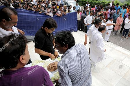 Relatives and Friends Carry the Body of Late Mahasweta Devi in Calcutta Eastern India 29 July 2016 Social Writer and Activist Mahasweta Devi Passed Away at the Age of 90 on 28 July Mahasweta Devi was Born in Undivided India's Dhaka (now in Bangladesh) in 1926 Into a Family of Writers She was a Bengali Fiction Writer a Social Activist a Crusader For the Tribal Communities and a Feminist India Calcutta