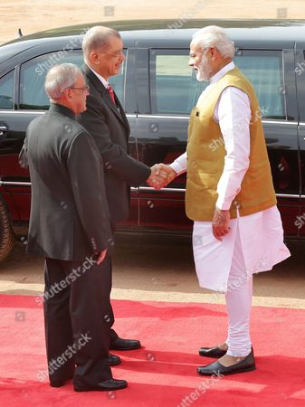 Indian Prime Minister Narendra Modi (r) and Indian President Pranab Mukherjee (l) Welcome the President of Seychelles James Michel During His Ceremonial Reception at the Indian President's House in New Delhi India 26 August 2015 President James Michel is in India on a State Visit to Strengthen the Political and Bilateral Ties Between the Two Countries India New Delhi