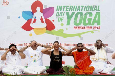 Indian Bollywood Actress Bipasha Basu (c) Participates in a Mass Yoga Demonstration on the Occasion of the Second International Day of Yoga in Bangalore India 21 June 2016 the United Nations Has Declared 21 June As the International Yoga Day After Adopting a Resolution Proposed by Indian Prime Minister Narendra Modi's Government India Bangalore